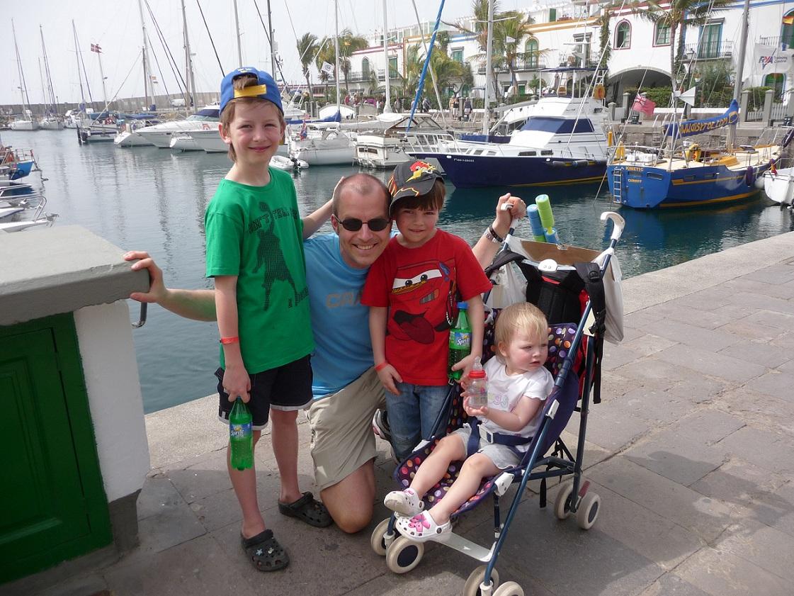 Nästan hela familjen i Puerto Mogan